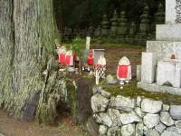 Akmeniniai kapinių dievukai, Koyasan